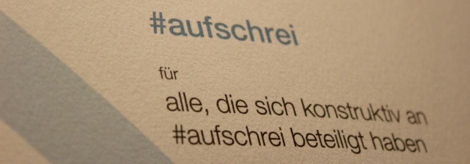 Foto voon Der Urkunde zum Grimme Online Award 2013. Zu sehen ist der Ausschnitt, auf dem in helltürkiser Schirft